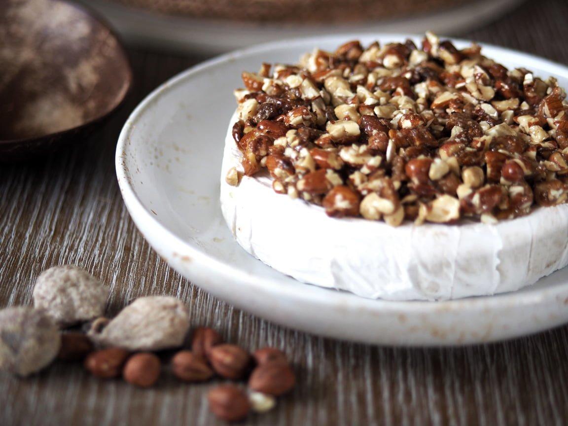 brie tårta med nötter och fikon