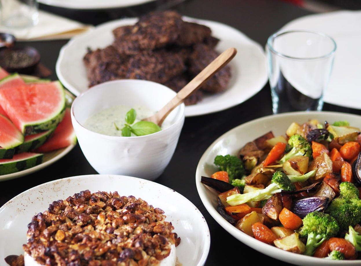 hjortfärsbiffar med rostade grönsaker