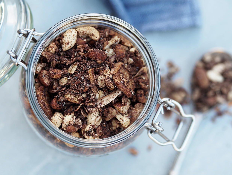 Glutenfri granola choklad och banan