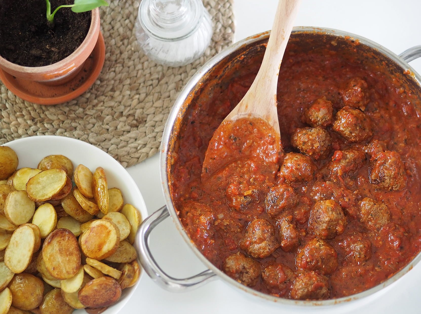 köttbullar i tomatsås med mynta
