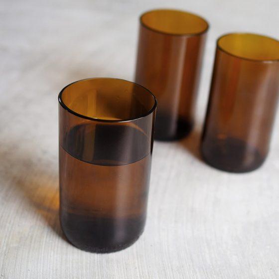 earthy återvunna glas av ölflaskor