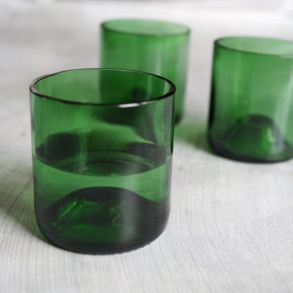 återvunna glas av vinflaskor