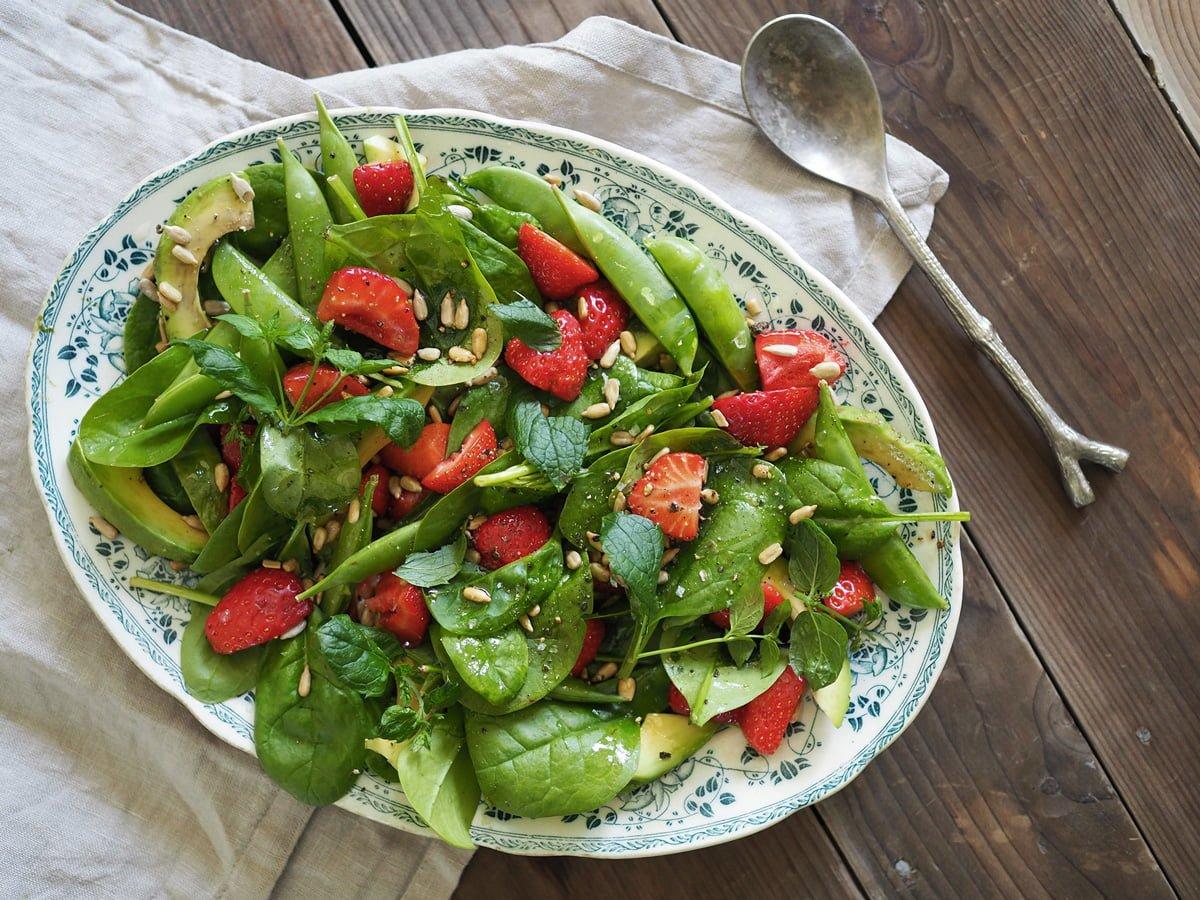 jordgubbssallad avokado