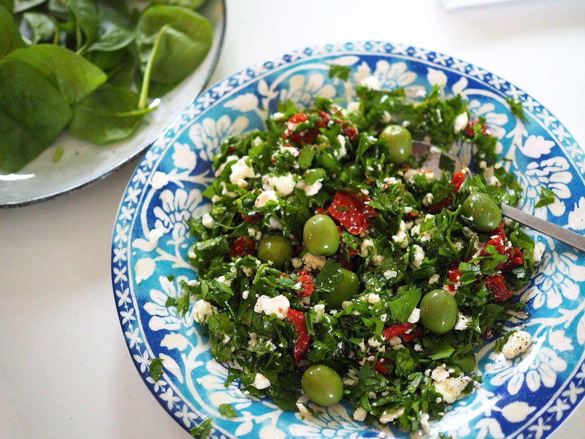grön sallad med persilja