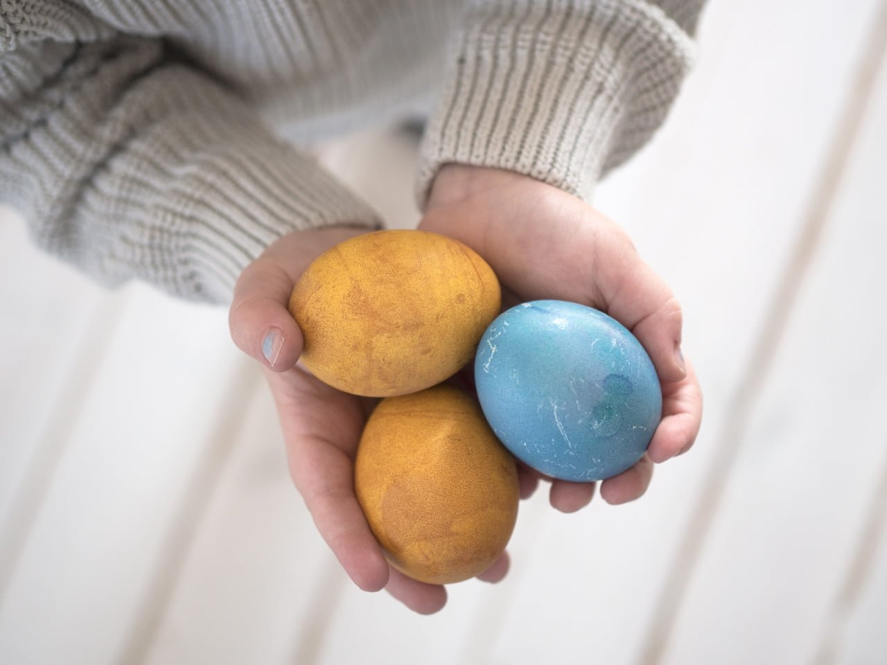 färga ägg gurkmeja