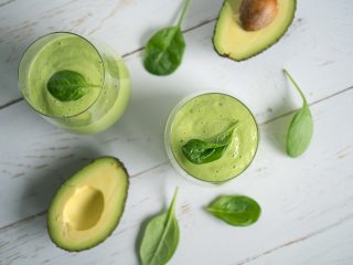 grön smoothie med avokado