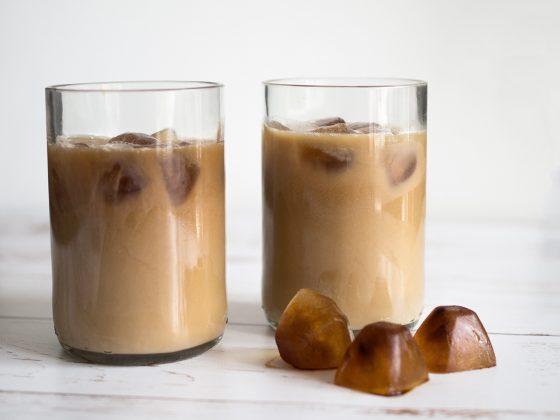 iskaffe med nötmjölk
