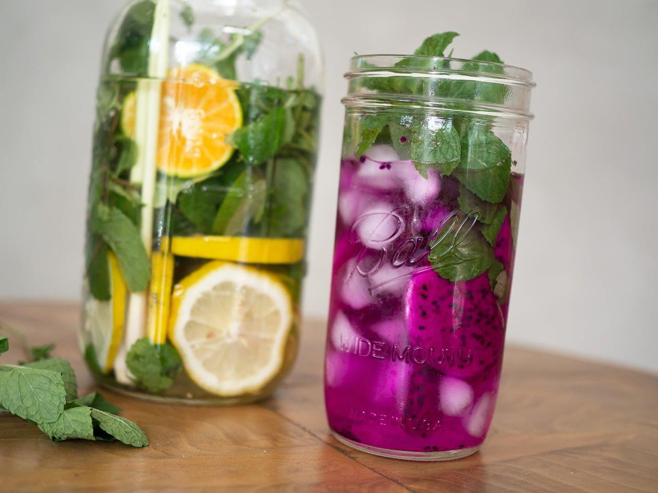 naturligt smaksatt vatten infused water
