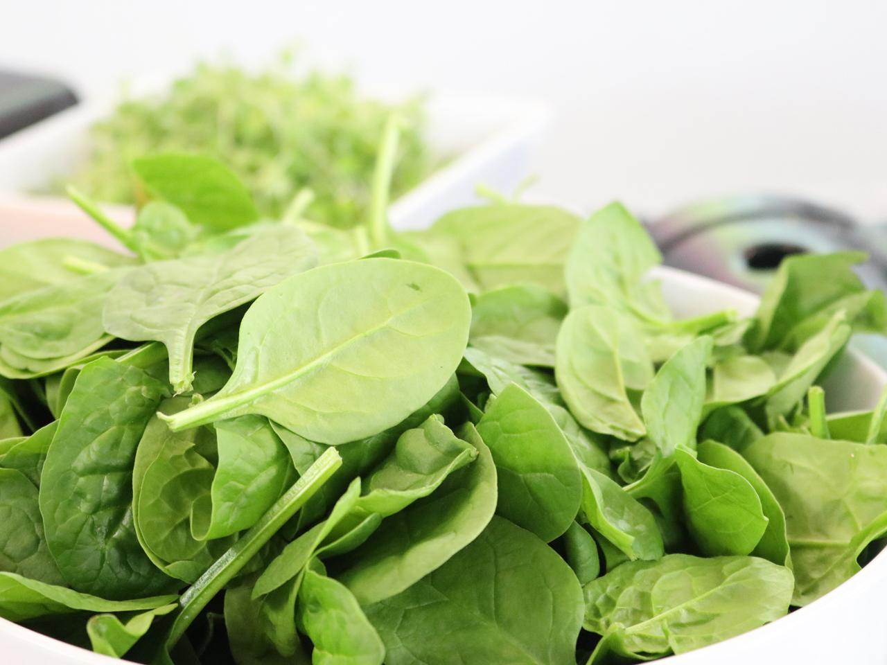 nyttiga grönsaker spenat
