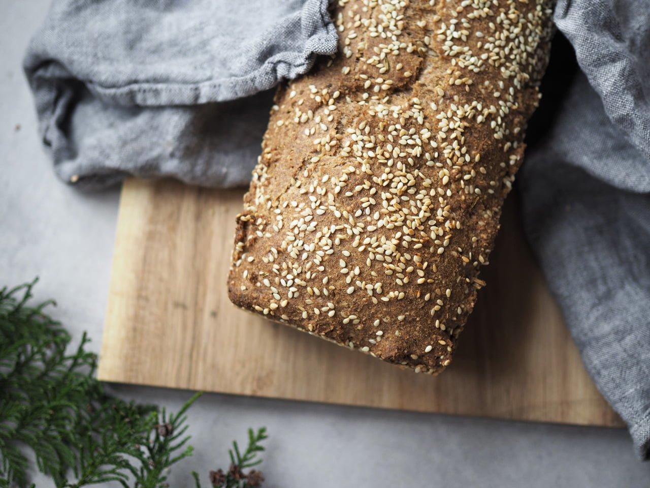 Glutenfritt vörtbröd med mandelmjöl