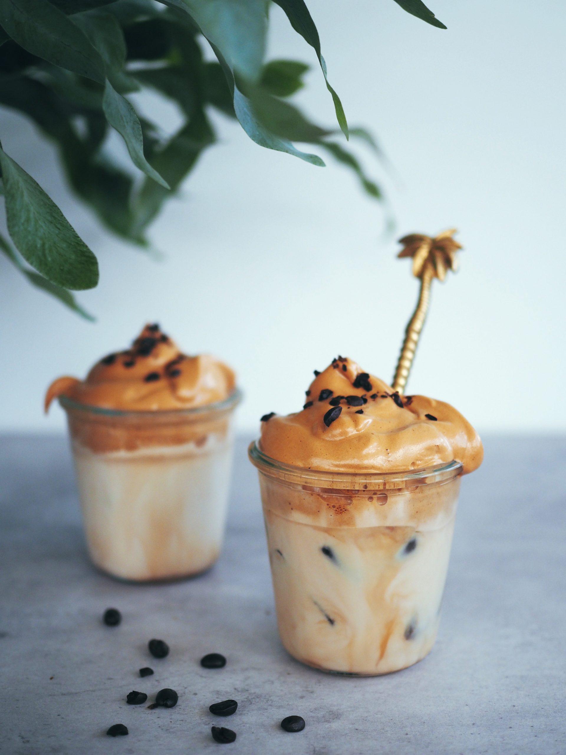 Sockerfritt dalgona-kaffe