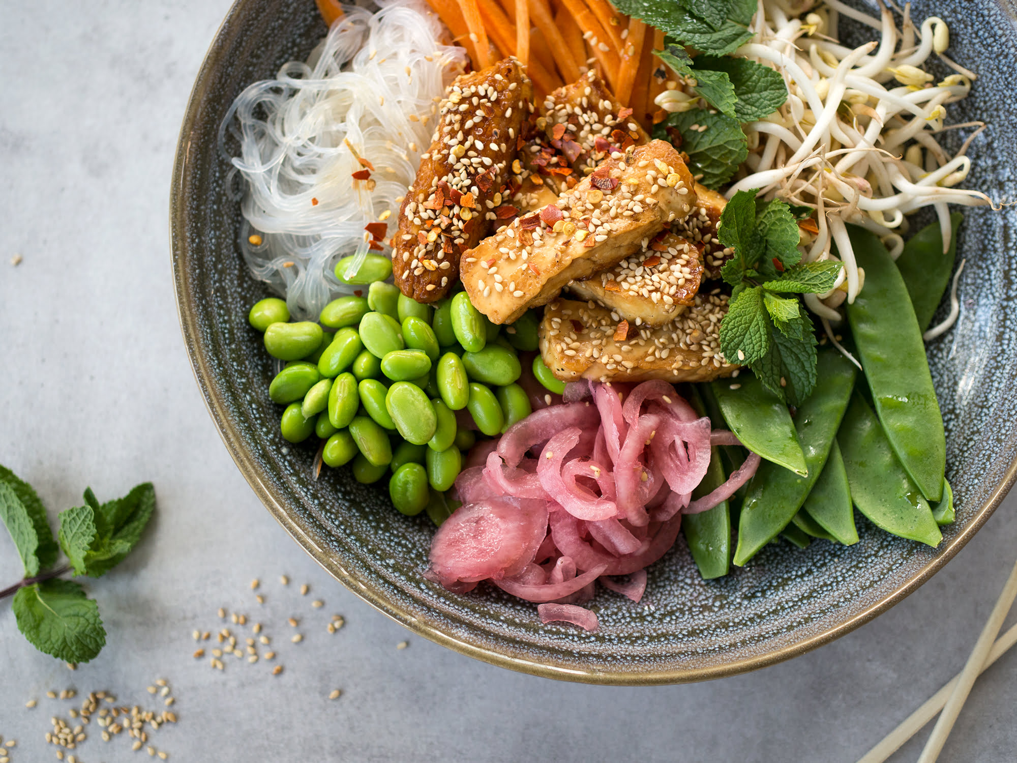 vietnamesisk halloumi bowl